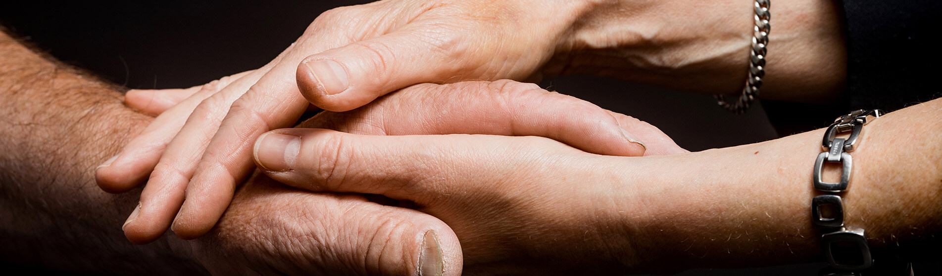 bestattungen-wenn-eine-hand-die-andere-hält